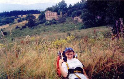 Ruiny pod Folwarczną Górą w okolicach Komarna. Fot. Joanna Gawryś.