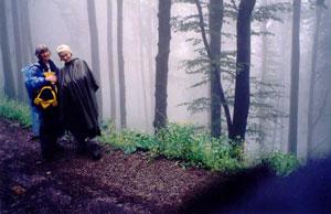 Beskid Wyspowy - mgła, mżawka, szlak bawi się w chowanego. Fot. A. Gasek.