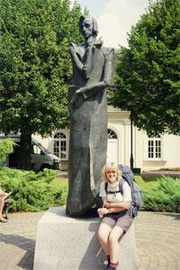 Duszniki Zdrój. Przed pomnikiem Fryderyka Chopina. Fot. Anna Gasek.