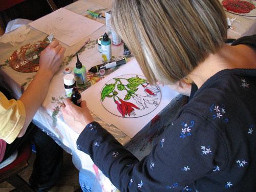 Malowanie na szkle. Fot. A. Gasek.