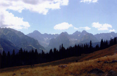 Rusinowa Polana - stąd można podziwiać przepiękną panoramę Tatr. Fot. J. Gaczyńska.