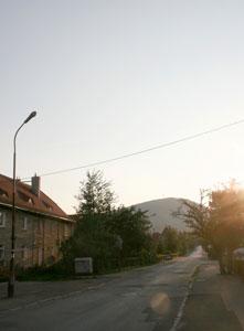 Chełmiec - widok z wałbrzyskiej ulicy. Fot. J. Gawryś.